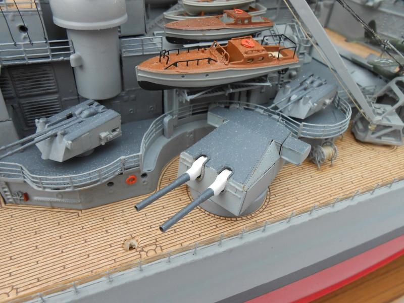 Cuirassé Bismarck au 1/200 Dscn7522