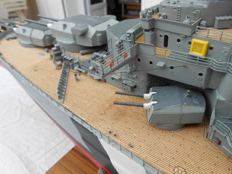 Cuirassé Bismarck au 1/200 Dscn7523