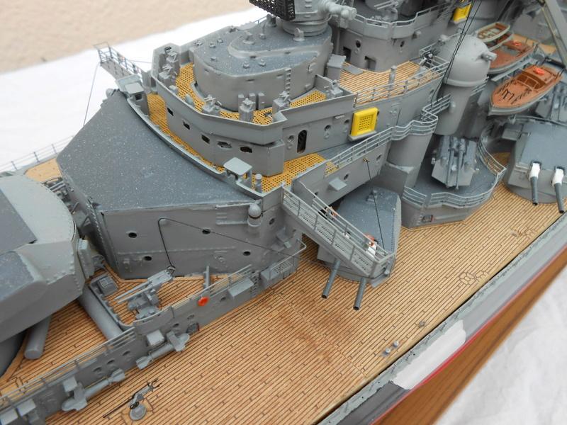 Cuirassé Bismarck au 1/200 Dscn7524