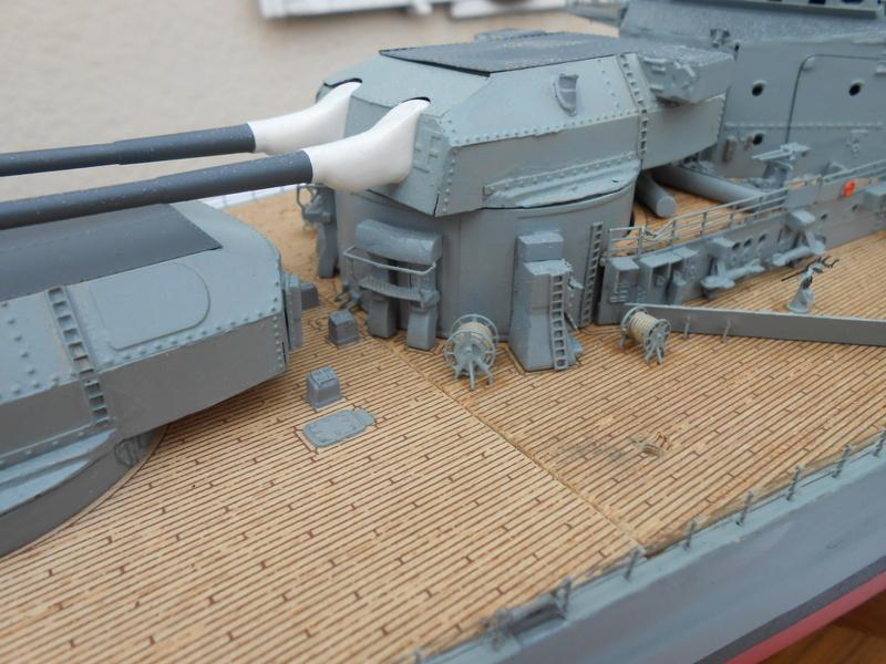 Cuirassé Bismarck au 1/200 Dscn7525