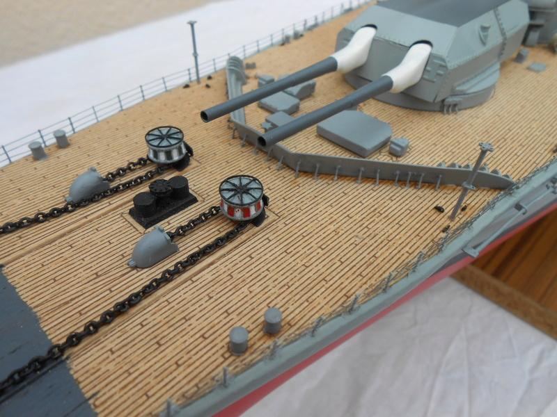 Cuirassé Bismarck au 1/200 Dscn7526