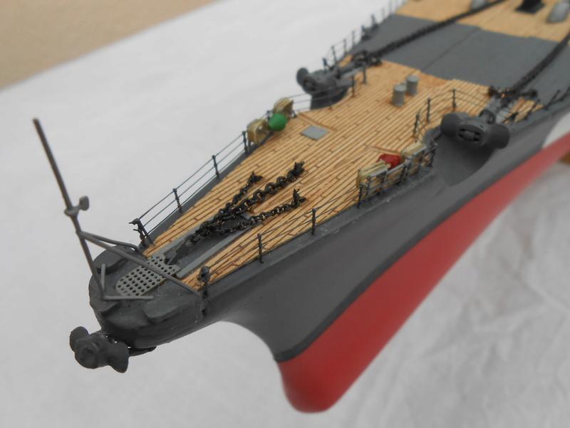 Cuirassé Bismarck au 1/200 Dscn7528