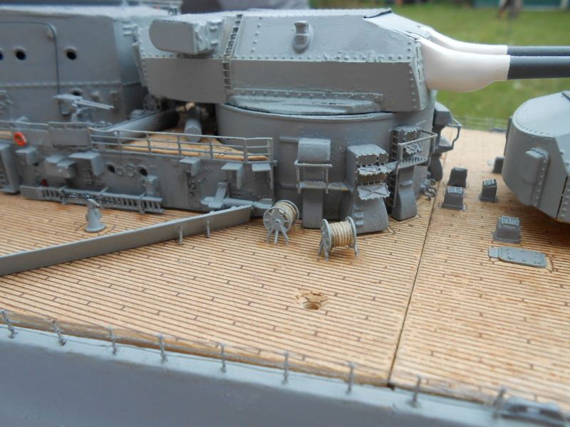 Cuirassé Bismarck au 1/200 Dscn7529
