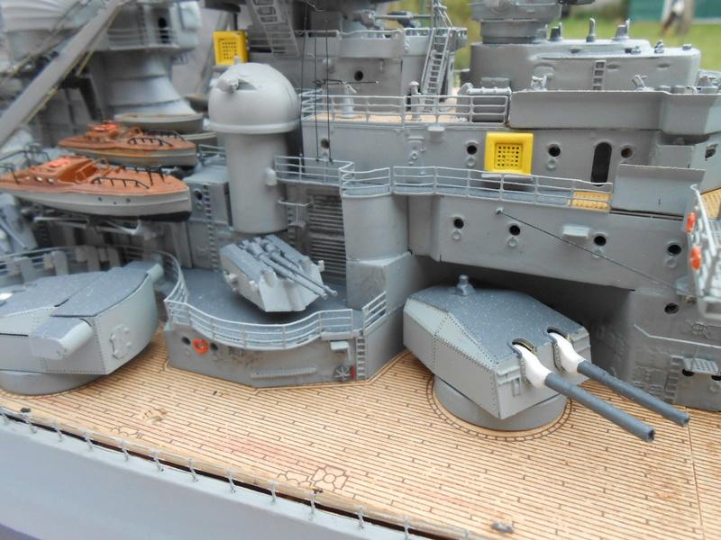 Cuirassé Bismarck au 1/200 Dscn7530