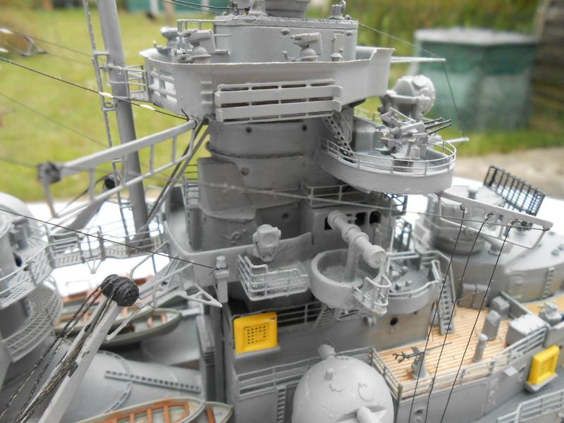 Cuirassé Bismarck au 1/200 Dscn7531