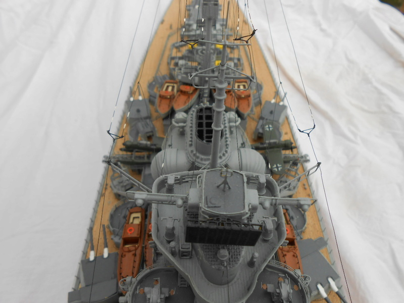 Cuirassé Bismarck au 1/200 Dscn7532