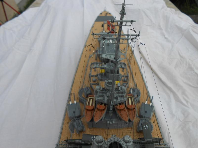 Cuirassé Bismarck au 1/200 Dscn7533