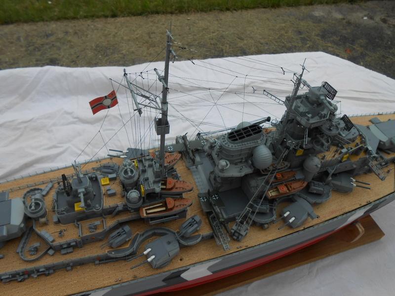 Cuirassé Bismarck au 1/200 Dscn7535
