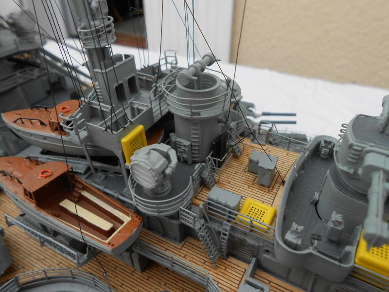 Cuirassé Bismarck au 1/200 Dscn7536