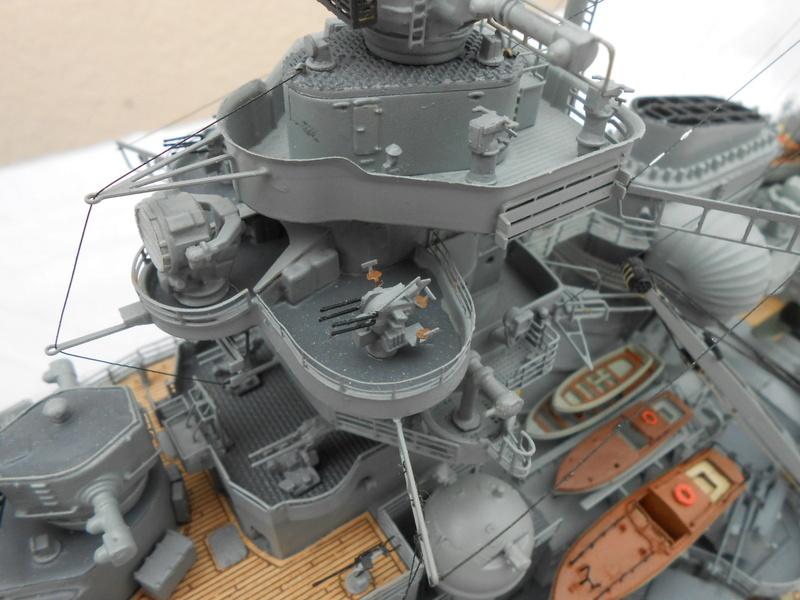 Cuirassé Bismarck au 1/200 Dscn7537