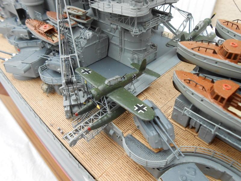 Cuirassé Bismarck au 1/200 Dscn7540
