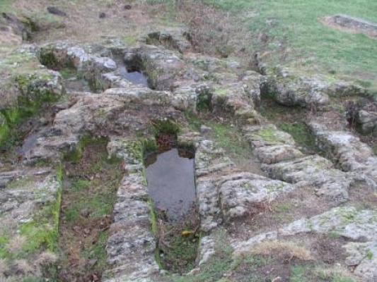 chapelle du chastel et l'ossuaire de Saint floret (puy de dome) : [à éviter] Ossuai10