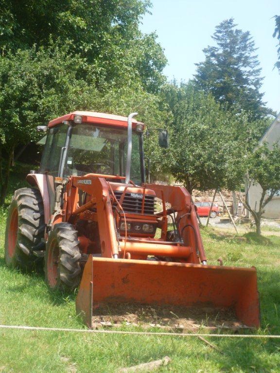 Tracteur Kubota M5700 DTC avec chargeur godet terre LA 1002 P1010010