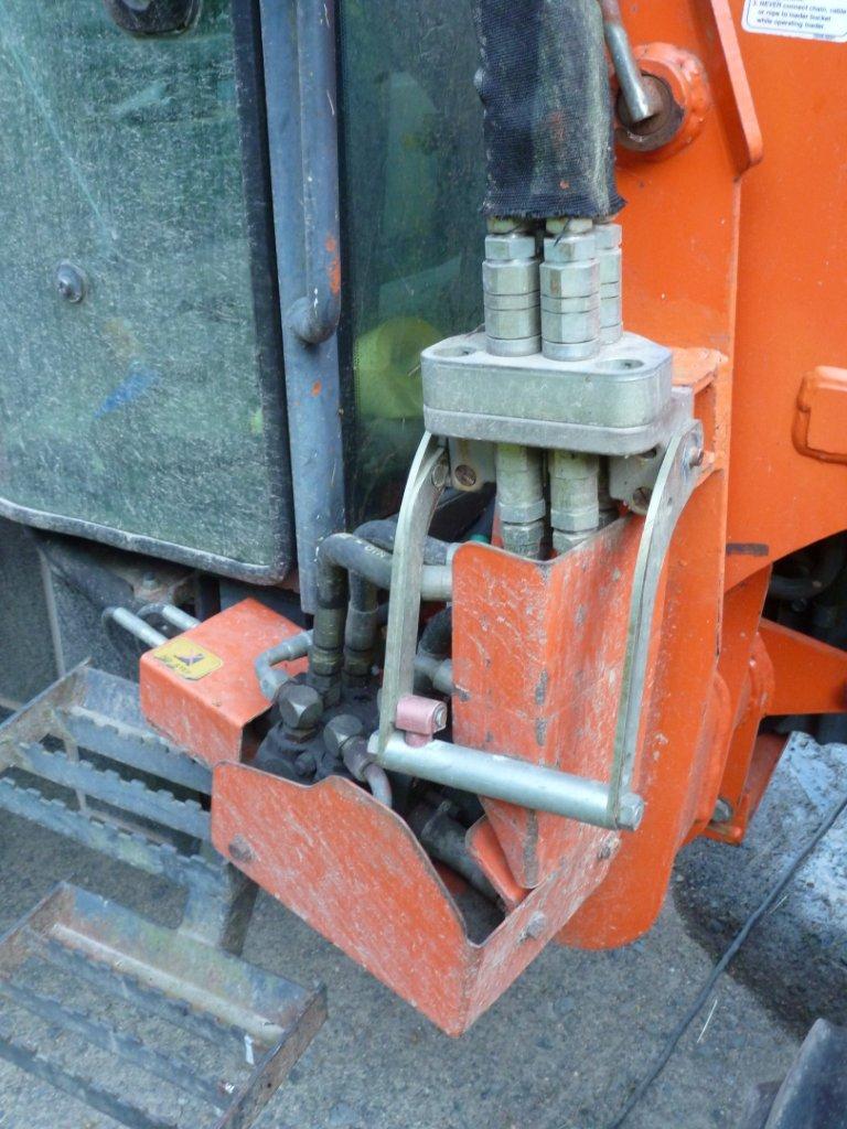 Tracteur Kubota M5700 DTC avec chargeur godet terre LA 1002 P1010011