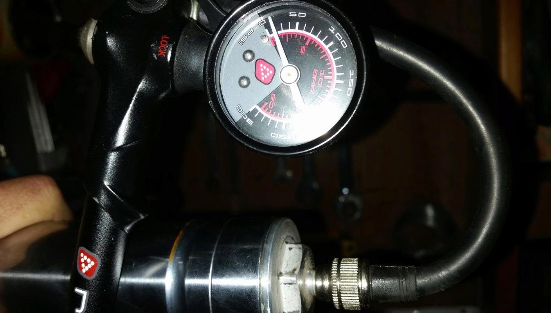 reconditionnement amortos et fourche origine avec pose de valves pression 20170232