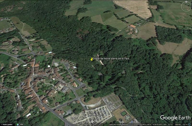 Les répliques de la grotte de Lourdes - Page 3 Grotte10