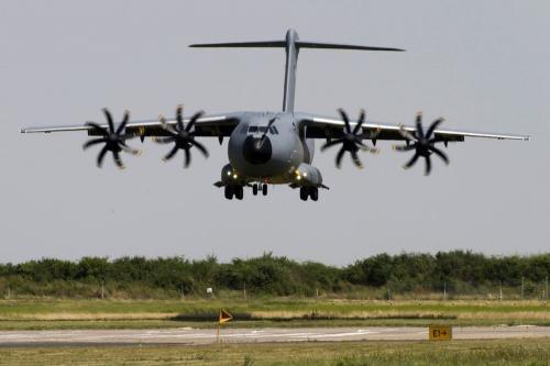 Carcassonne : test réussi pour l'Airbus A400M à l'aéroport de Salvaza 20131011