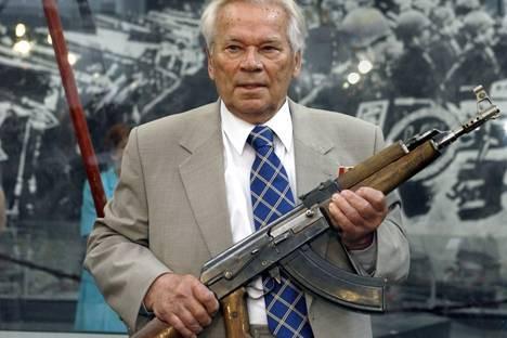Mikhaïl Kalachnikov, l'inventeur de la kalachnikov, est mort 28759410