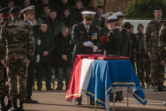Honneurs militaires rendus au caporal Thomas Guillebault du CPA 20, décédé accidentellement en mission au Niger. Thomas10