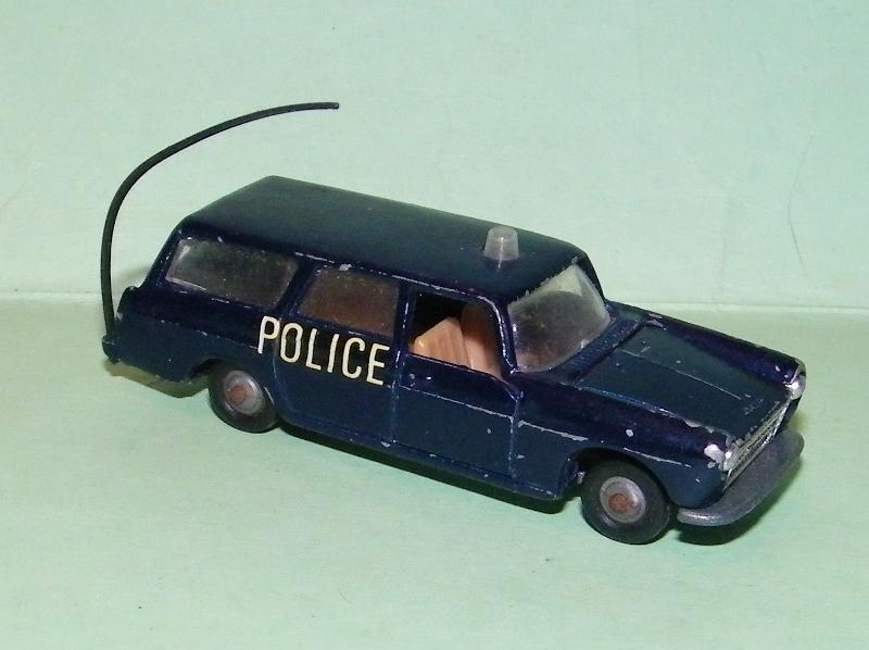 N°216 PEUGEOT 404 POLICE 216_pe10