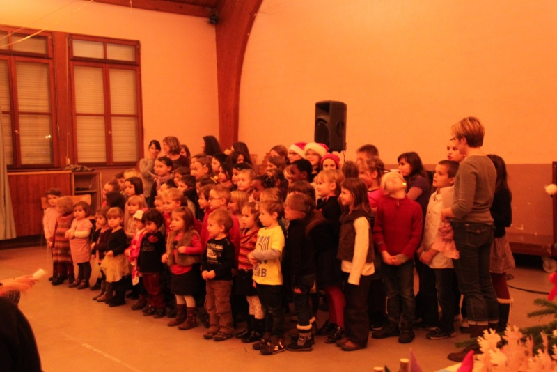 Fête de Noël des écoles de Wangen le 6 décembre 2013 Img_9010