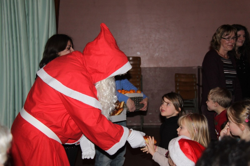 Fête de Noël des écoles de Wangen le 6 décembre 2013 Img_9020
