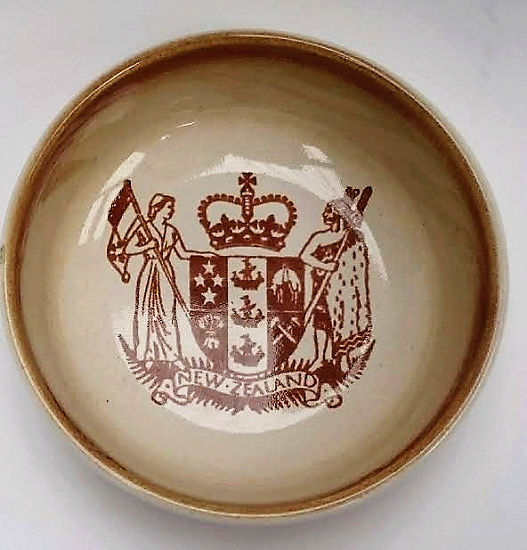 NZ House of Representatives Crown Lynn Dinnerware 3803_s10
