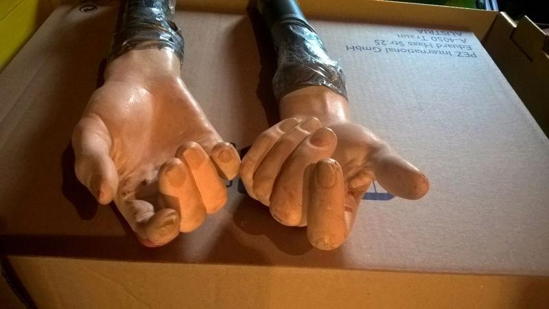 bustes et mains Sans-t13