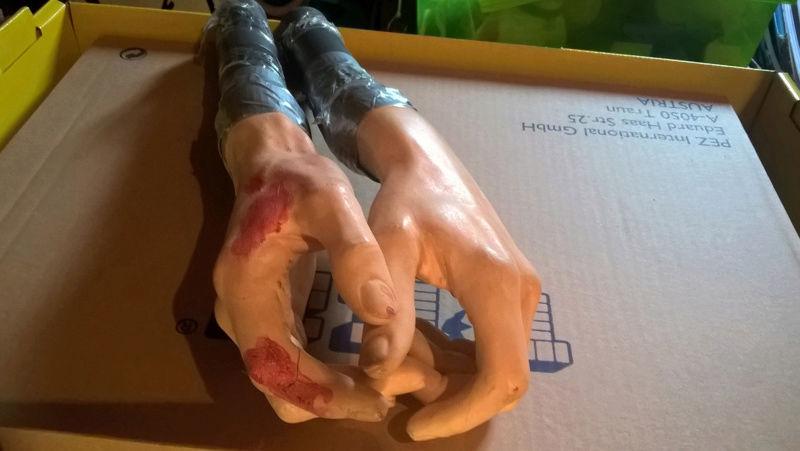bustes et mains Sans-t14