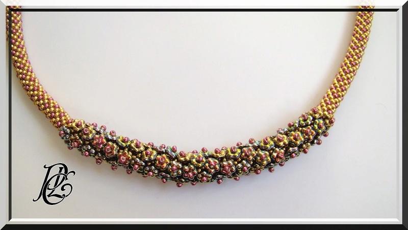 Spirale crochet fleurie,pompon et triangle Dsc04127
