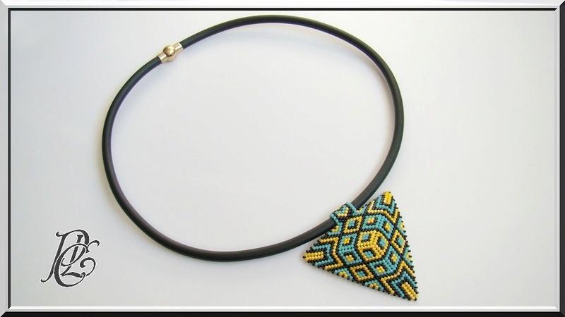 Spirale crochet fleurie,pompon et triangle Dsc04131
