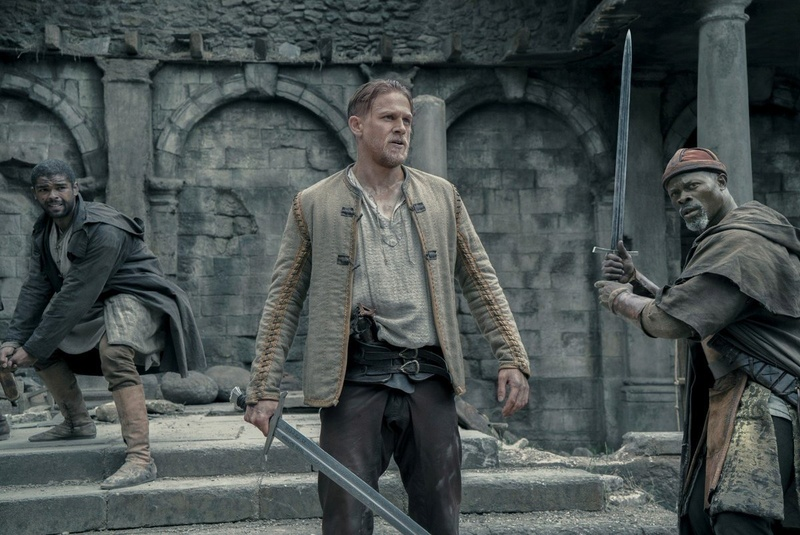 King Arthur : La légende de l'épée (2017) Historique, Action, Aventure - Page 2 C8iqiu10