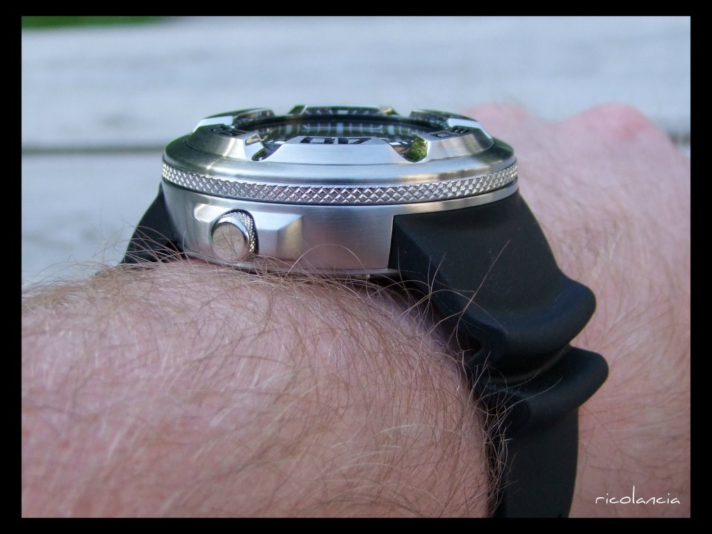 "citizen - citizen BJ-8050 dite ""Ecozilla"" diver's 300m Ecozil25"
