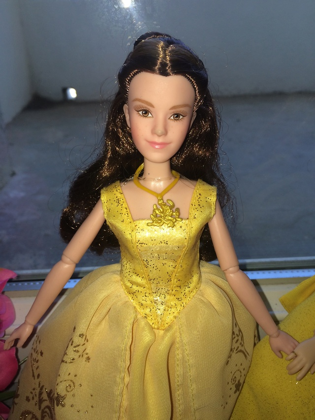 Ma collection des poupées des films de DISNEY - Page 7 Img_2011