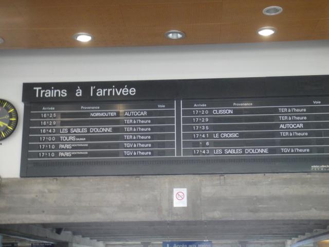 Nantes - Tableau affichage des arrivées ( palettes) Angers30