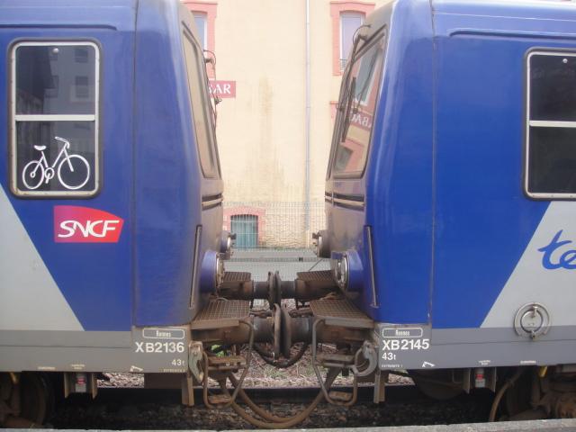 Lannnion : en X 2100 le TER 854718 (G) Lannio11