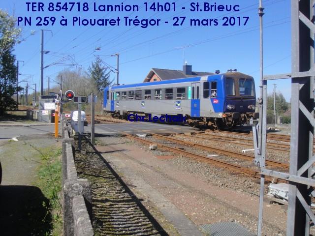 Lannnion : en X 2100 le TER 854718 (G) Plouar10