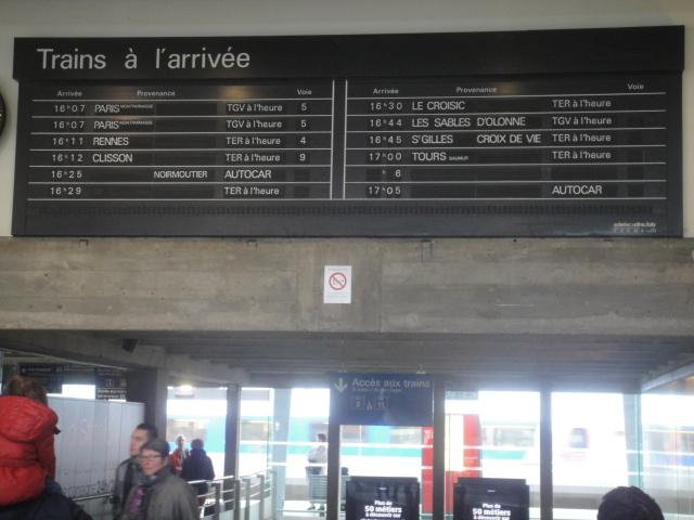 Nantes - Tableau affichage des arrivées ( palettes) Quimpe46