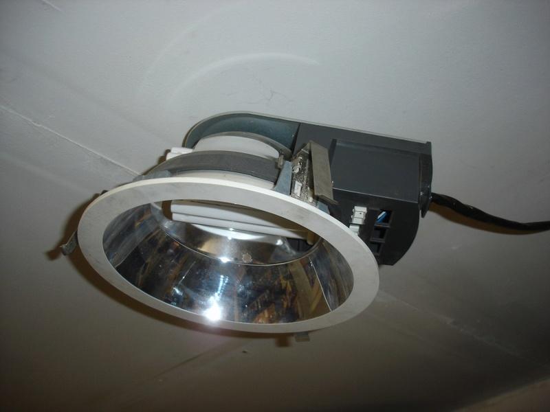 problème sur éclairage Philips HFP 242 .. Dsc01649