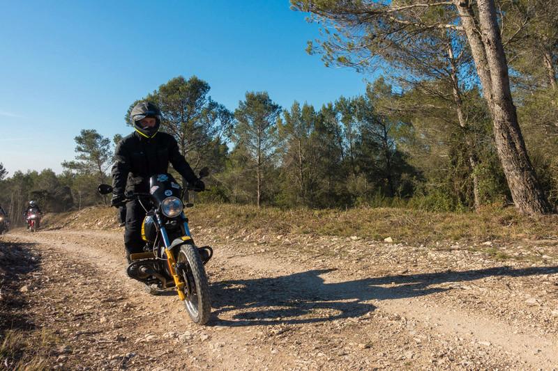 Balade Trail le 26 fevrier dans le Gard - Page 3 Dsc_0011