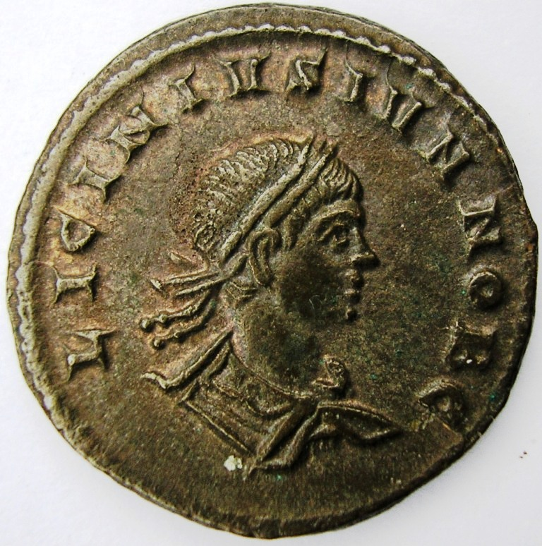 Follis Licinio hijo Ticinium 319 d.C. Licini14
