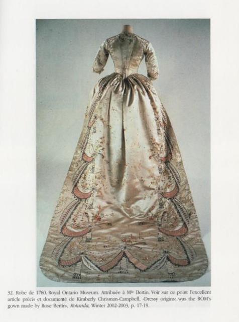 robe de satin rose conservée au Royal Ontario de Toronto 00110