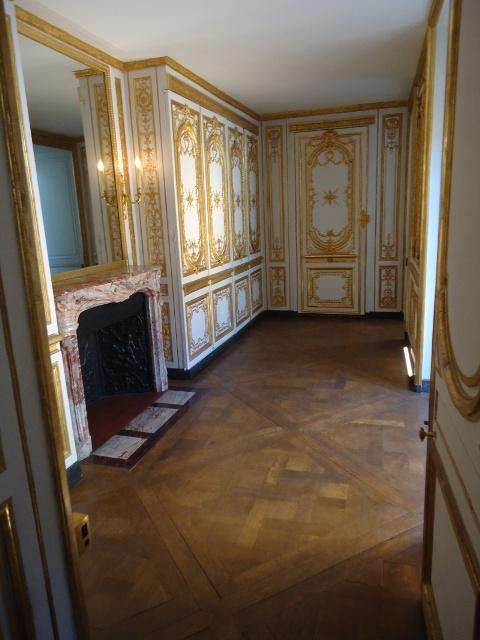 Trumeau cabinet doré du roi Dsc05610