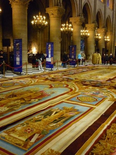 Notre-Dame de Paris. Exposition « Tapis du choeur » P1050610