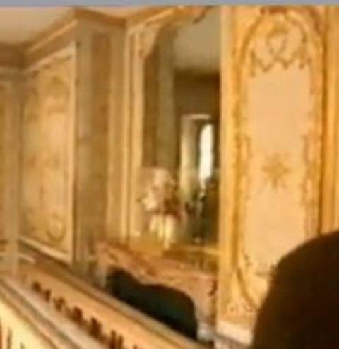 Trumeau cabinet doré du roi V10