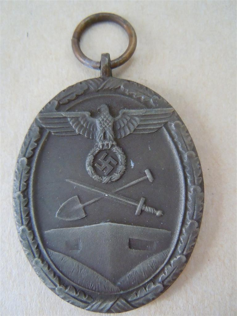 """médaille """"du mur de l atlantique"""" Dscn3822"""