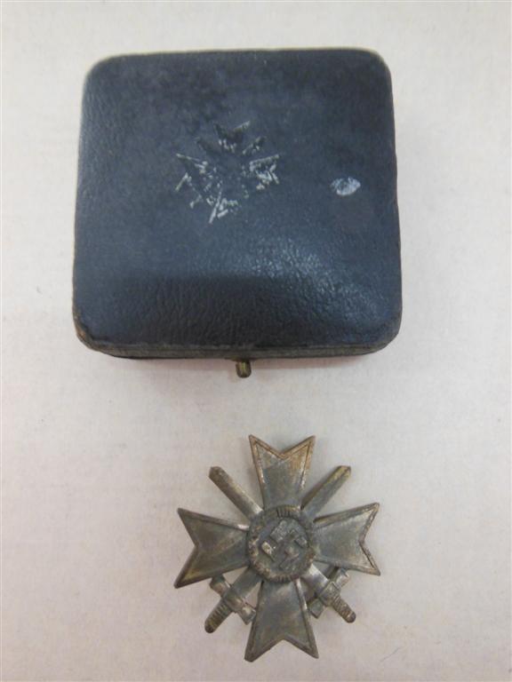 vend croix de merite de 1er classe avec glaives en boite  Dscn4720