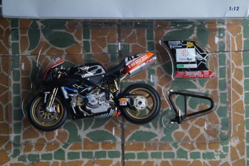 VENDU! Miniatures Minichamps 1/12 Ducati 916/996/998.  Dsc05610