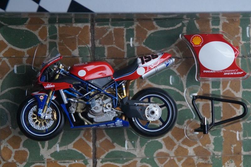 VENDU! Miniatures Minichamps 1/12 Ducati 916/996/998.  Dsc05612