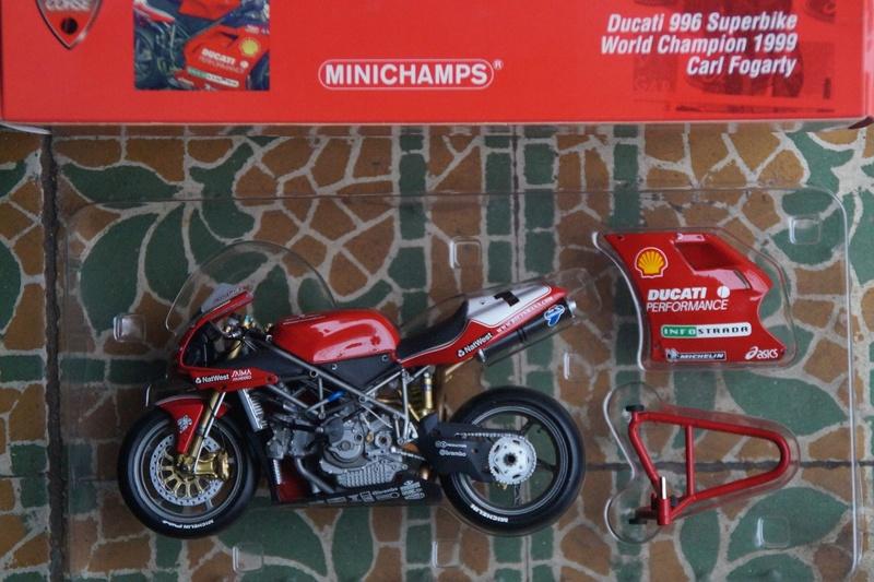VENDU! Miniatures Minichamps 1/12 Ducati 916/996/998.  Dsc05613